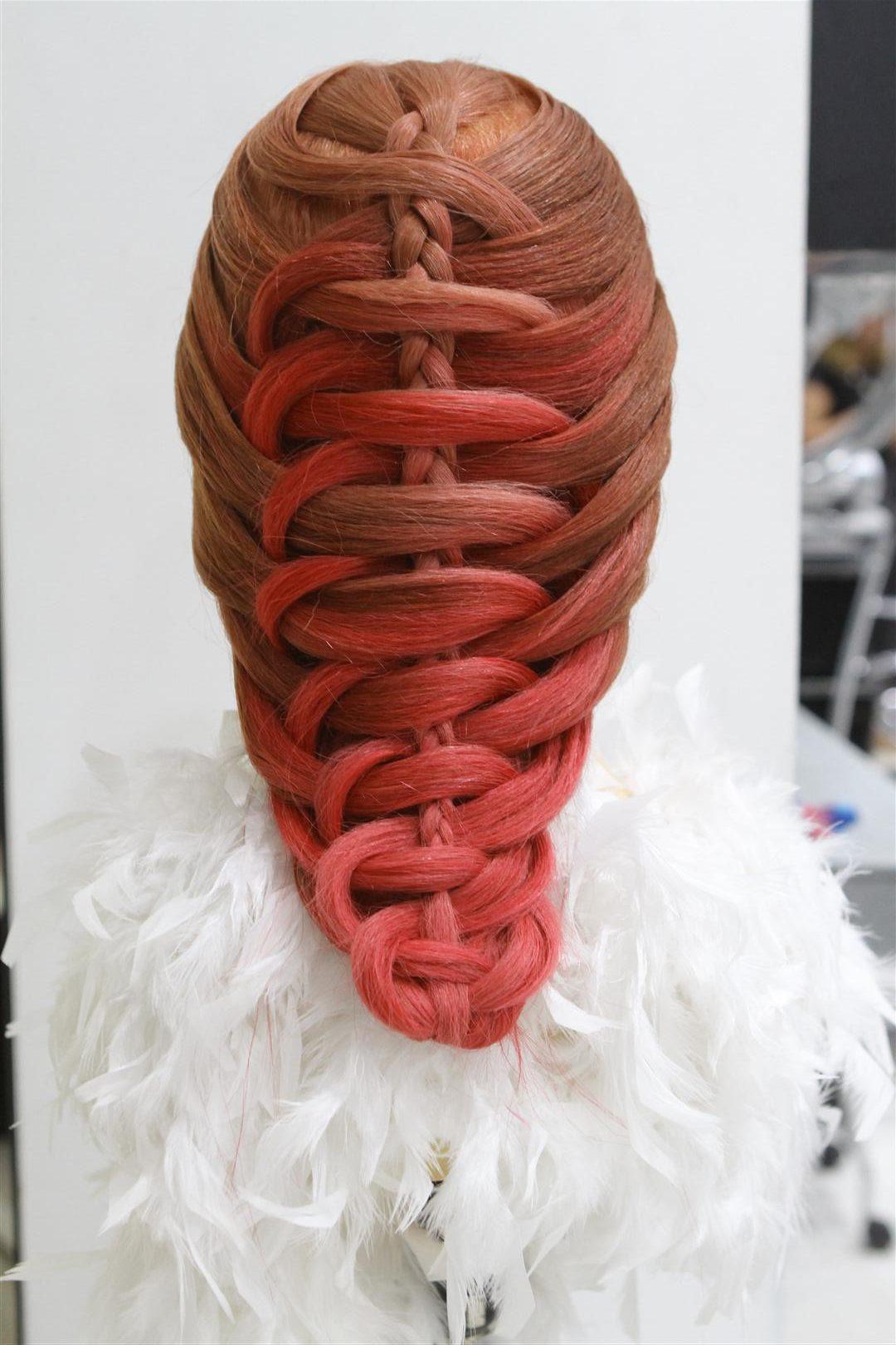 tutorial kepang rambut tampak belakang